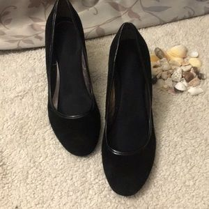 Black Bandolini Heels 👠